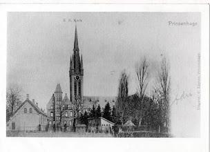Photo: 1900-1920 - St. Martinuskerk,  links  meisjesschool en  midden Maria-klooster