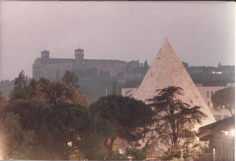 Piramide Cestia di RITROB