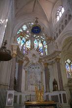 Photo: Das Licht im Dom hebt das Weiß der Kalksteine hervor