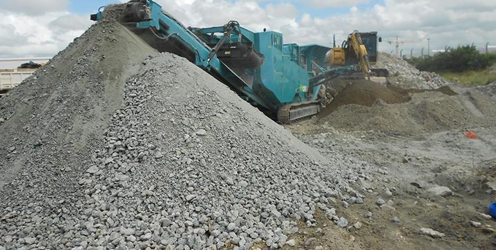 Resíduo de concreto triturado que poderá ser utilizado como adição.