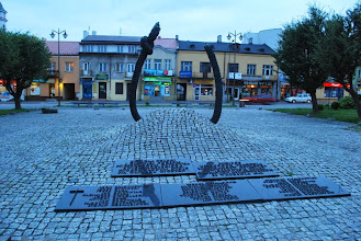 Photo: Pomnik pomordowanych mieszkańców Ostrowca