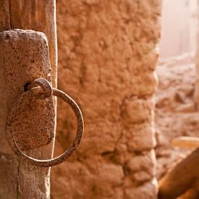 Knock! knock!? by Dj Hostalero - City,  Street & Park  Vistas ( riyadh, jalajil, door, djmaculet )