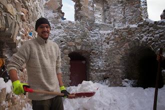 Photo: no predsa vyhádzať sneh z celého hradu, keď ten kastelán zabudol zavrieť okná a nasnežilo nám dnu.