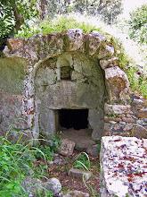 Photo: Vaulted tomb tucked away in the bushes ********** Gewelfd graf in het struikgewas