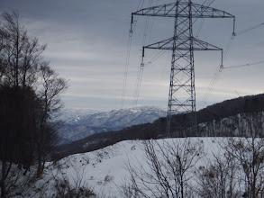 鉄塔奥に県境の山(金草岳)、左に桐ヶ平山など