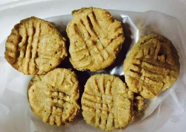 3 Ingredient Peanut Butter Cookies - Yummy & Easy!