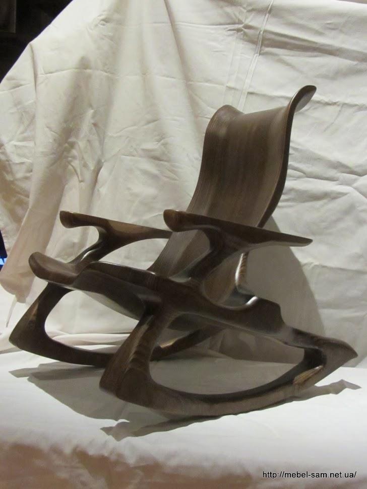Кресло из слоеных фанерных деталей