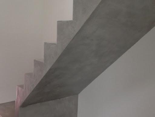 escalier beton cire gris