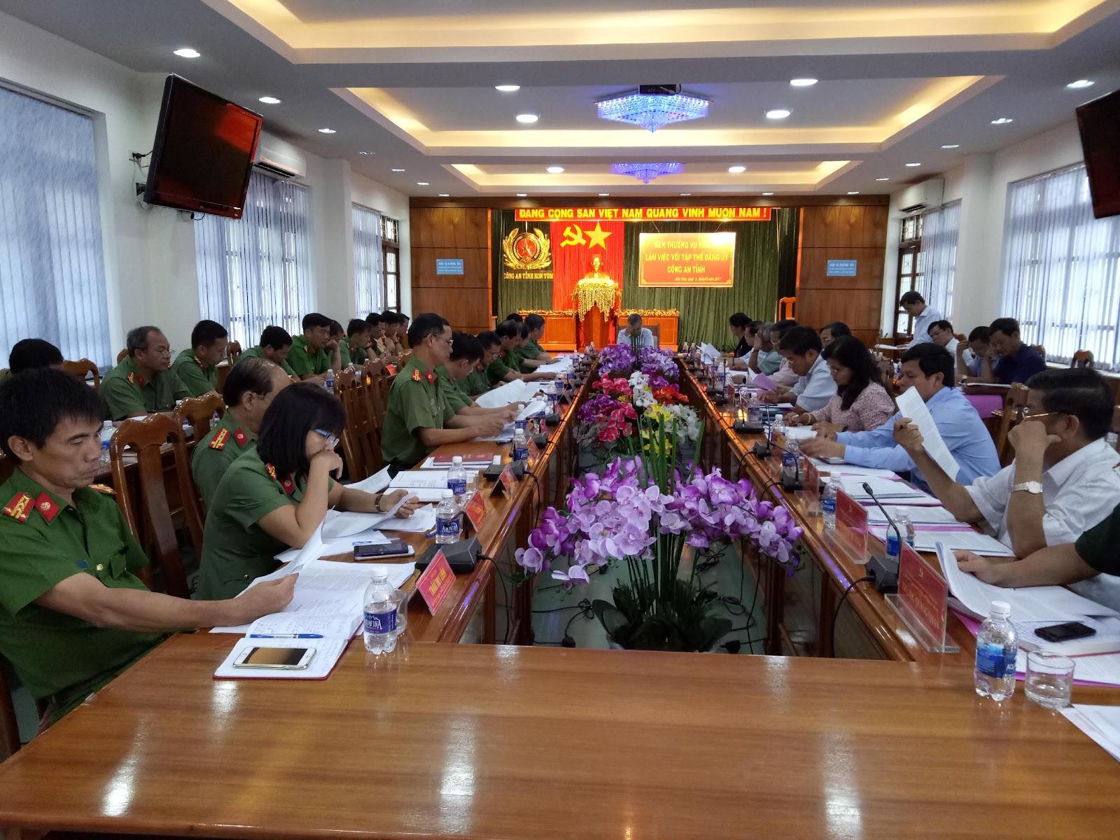 Ban Thường vụ Tỉnh ủy làm việc với tập thể Đảng ủy Công an tỉnh, nhiệm kỳ 2015-2020