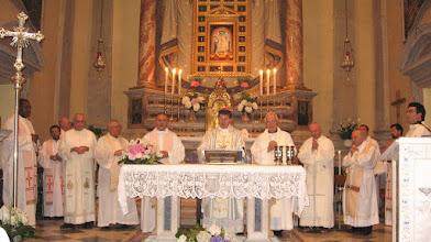 Photo: 16 luglio 2010 -  Festa della beata Vergine delle Grazie di Boccadirio -  Concelebrazione presieduta dall'arcivescovo di Firenze  mons. Giuseppe Betori