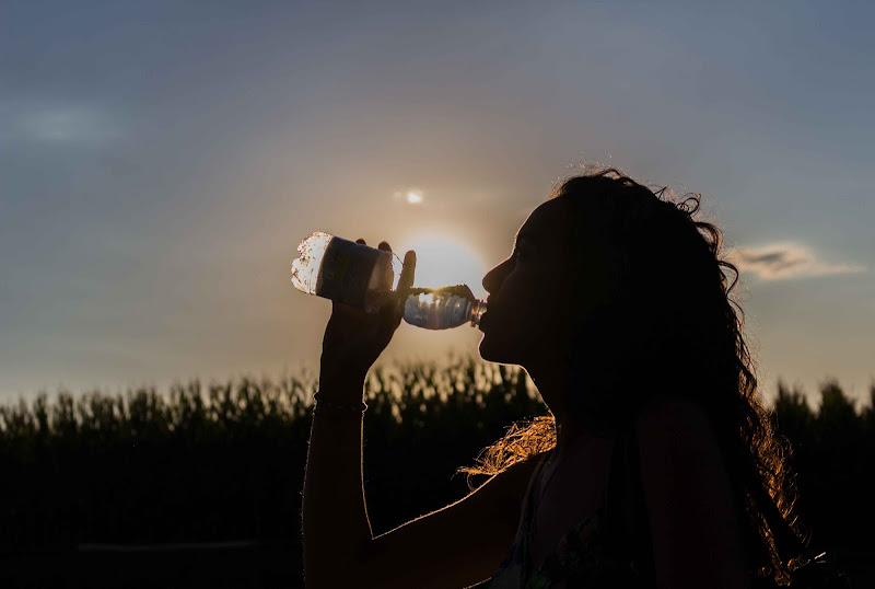Il vero spirito di un uomo è all'interno della bottiglia da cui sta bevendo... di pibe10