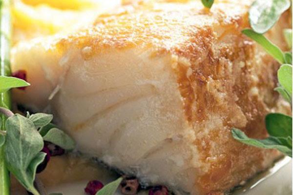 Bacalhau Grelhado com Purê de Maçã-Verde e Damasco