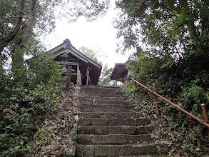 石の階段を登り境内に