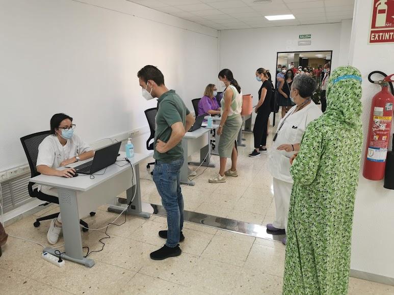 Almerienses esperando su vacuna contra la Covid-19