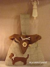 Photo: Sachsuhund bag, modello di ispirazione vintage di Emma Brennan, con interno in panno