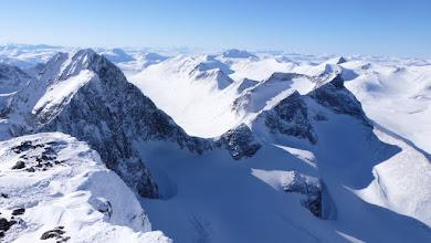 Photo: Kaskasapakte (2043 m) and Kuopertjåkka (1914 m)