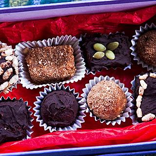 Easy Choc Truffles, Peanut butter and Chocolate balls – Raw Gourmet Truffles.