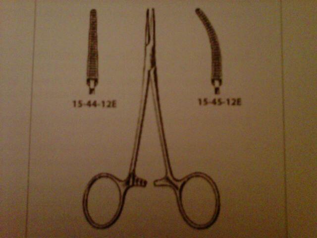 Kleszczyki hemostatyczne Halsted-Mosquito – narzędzie doprowadzone do perfekcji przez Williama Halsteda – amerykańskiego chirurga będącego pierwowzorem serialowej postaci Johna Thackery'ego