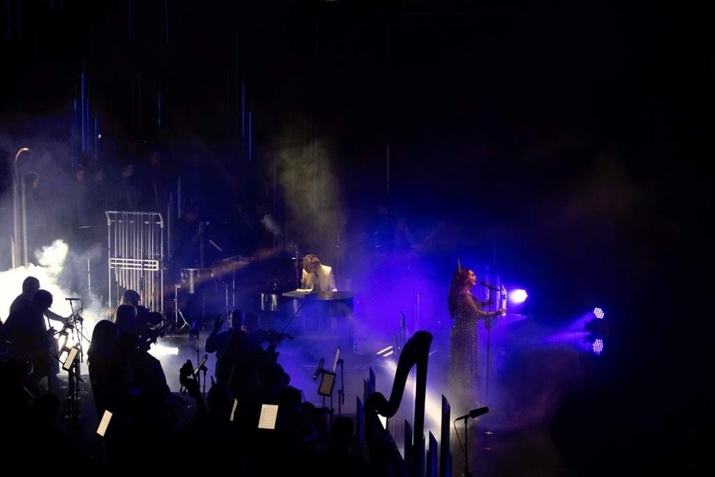 [迷迷音樂] YOSHIKI 擔任 莎拉布萊曼 世巡最終場嘉賓 獻上精彩表演