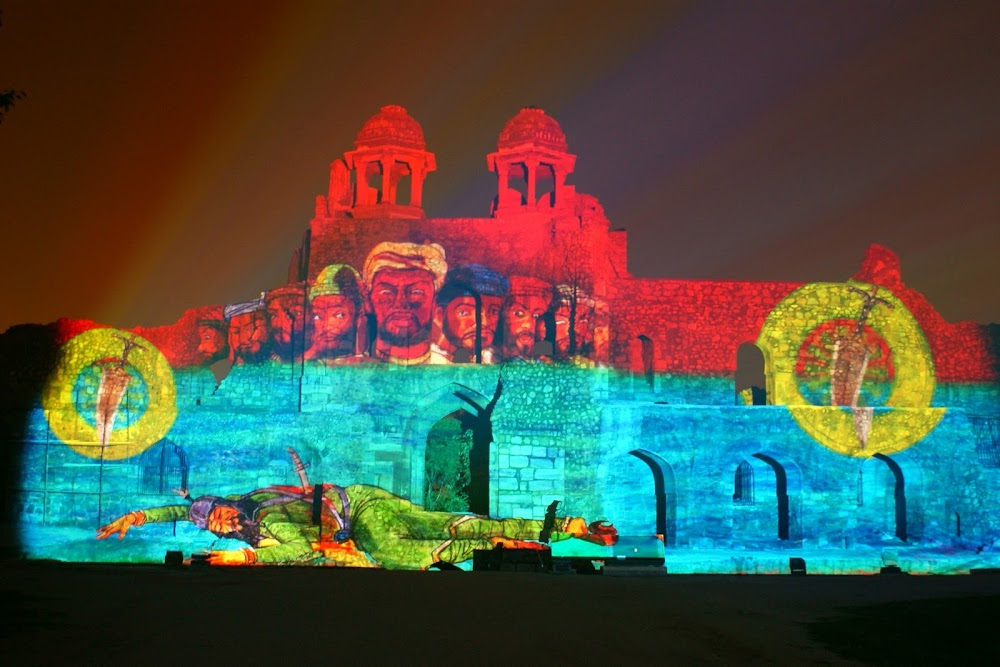 offbeat_first_date_ideas_delhi_ncr_Light_And_Sound_Show_At_Purana_Qila