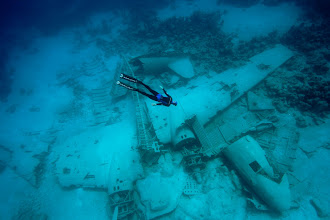 Photo: A plane crash site on the ocean floor