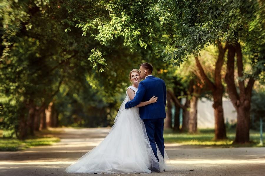 婚禮攝影師Lyubov Pyatovskaya(Lubania89)。10.07.2016的照片