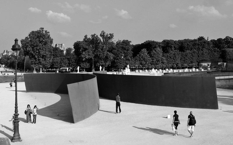 """""""Clara-Clara,"""" 1983–1985, 2008–present, Jardin des Tuileries, Paris."""