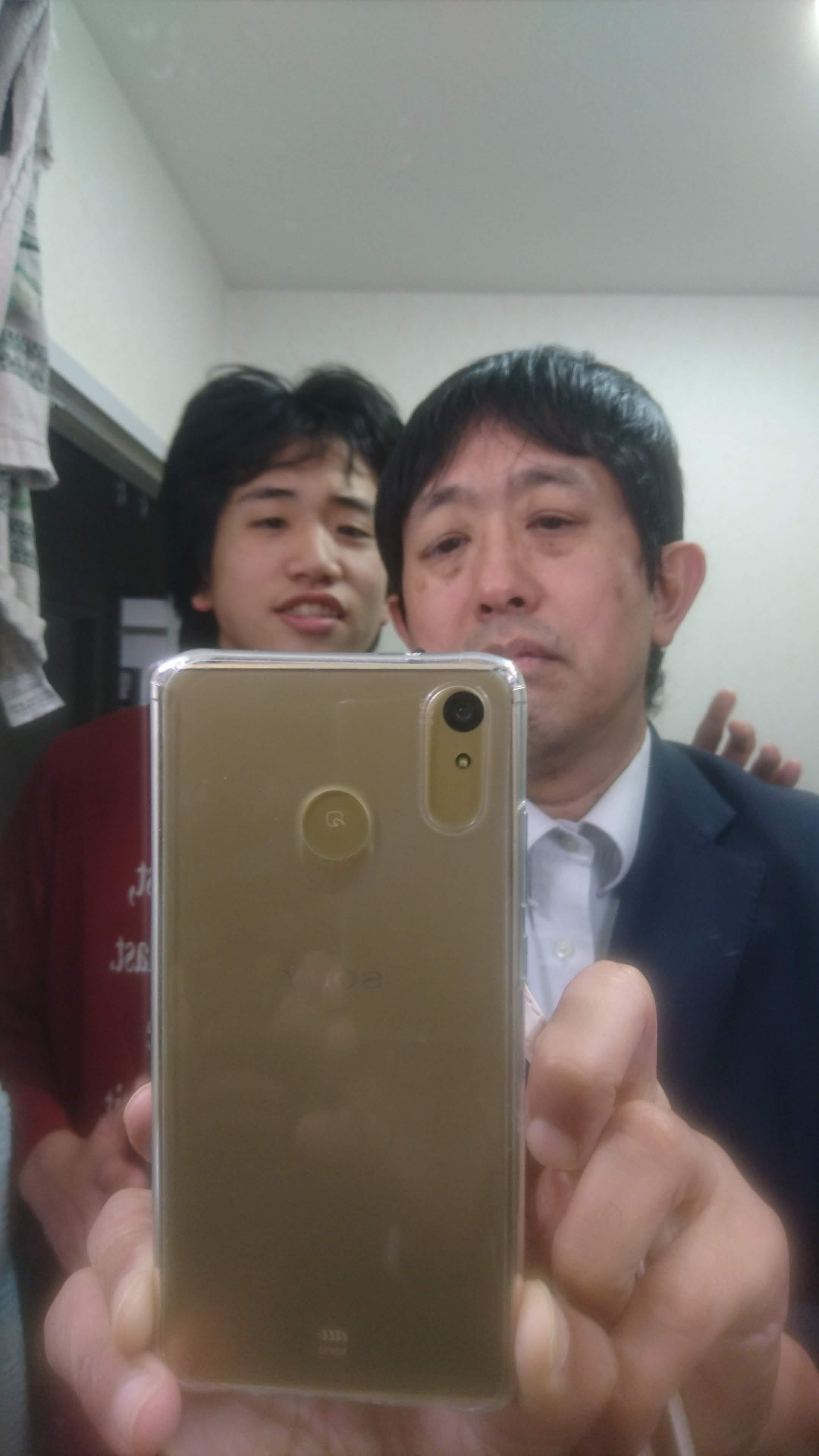 鏡の中のツーショット。ともみちくんと。(いやコレを撮ろうとしてたわけではなかったんですが…)