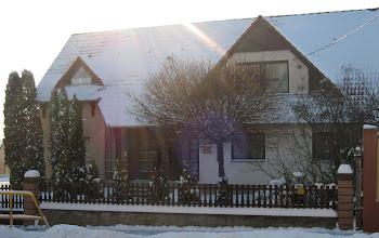 Photo: A Gyülekezet épülete behavazva