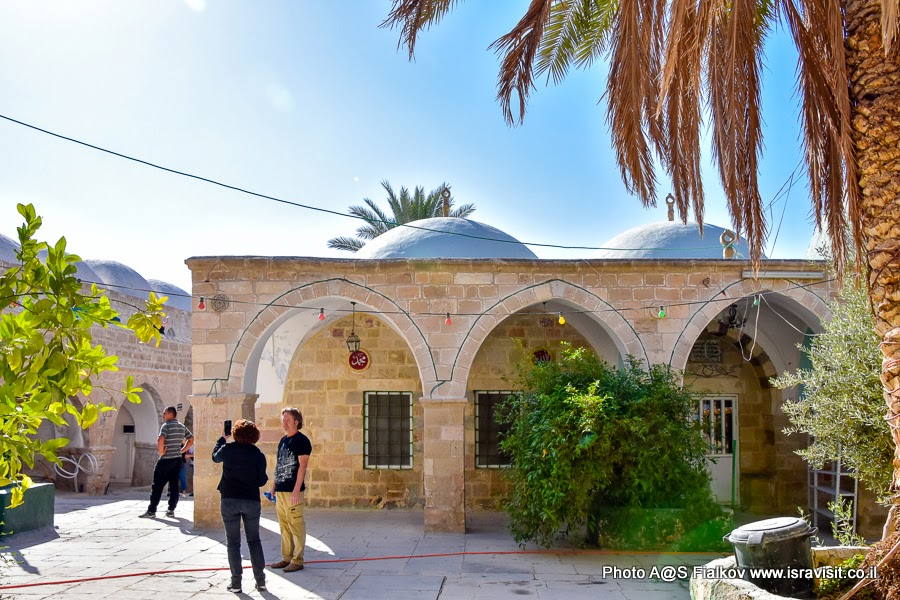 На древнем постоялом дворе Наби Муса в Иудейской пустыне. Экскурсия в Израиле.