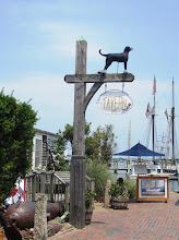 """Photo: Black Dog Tavern - täältä lähti liikkeelle """"mania"""" myydä turisteille kaikkea Black Dog -merkkisenä"""