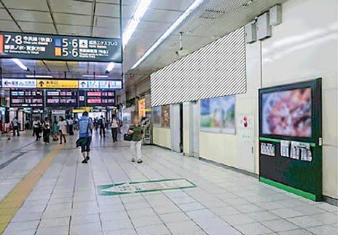 新宿南口コンコース ビッグシート