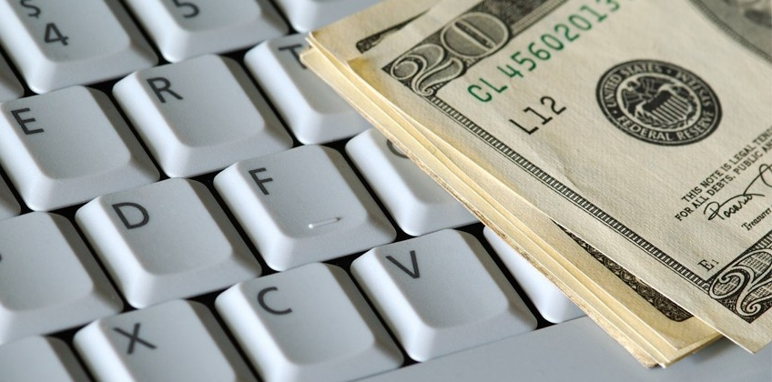 Có nên tham gia hình thức vay tiền trực tuyến không?