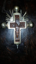 Cruce din lemn sculptata ferecata
