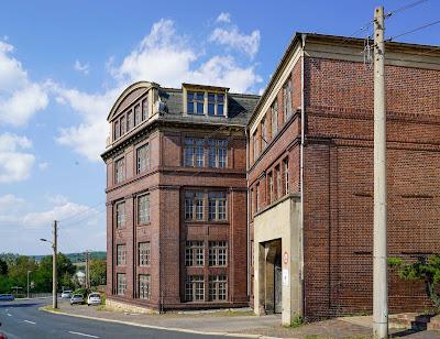 Vogel-Verlag mit Arbeiterhäusern