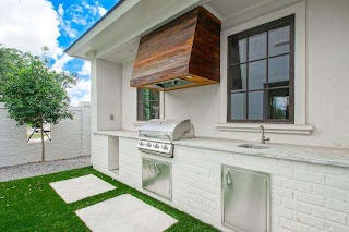 Brick Outdoor Kitchen White with Reclaimed Wood Plank Hood