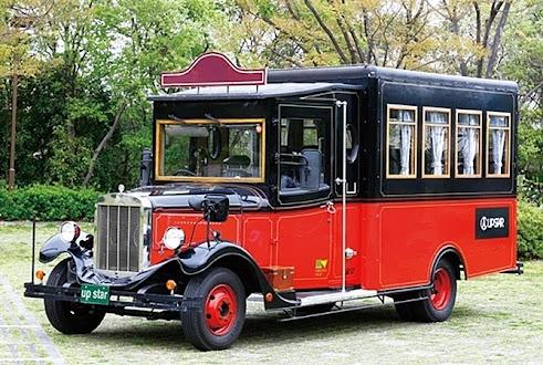レトロボンネットバス (レッド)