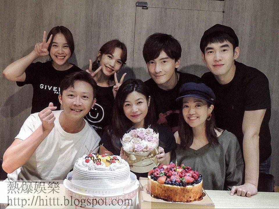 陳妍希(前中)昨晚於社交網貼出跟好友楊丞琳、鄭元暢、黃小柔和張書豪等的慶生照。