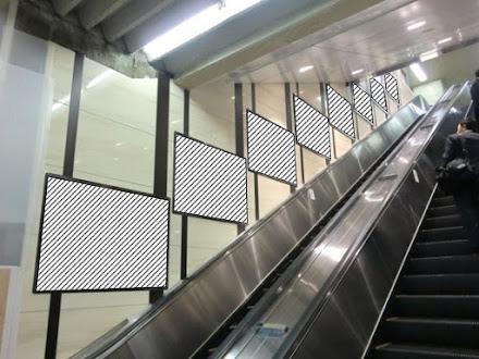 梅田1~3F壁面パネル
