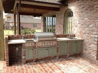 Louisiana Outdoor Kitchens Striking in with Pull Down Stainless