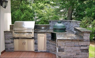 Outdoor Kitchen with Charcoal Grill Bar