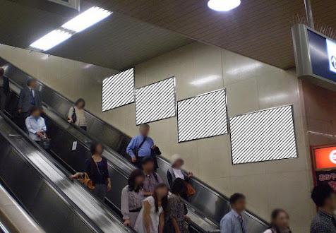 梅田2~3F階段壁面パネル