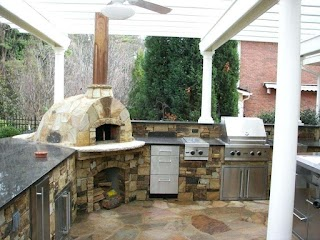 Outdoor Kitchen Designs with Pizza Oven Fireplace On