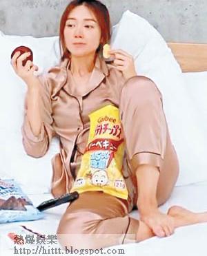 倪晨曦本來攤喺床做懶蟲,後來「受操控」乖乖做運動。