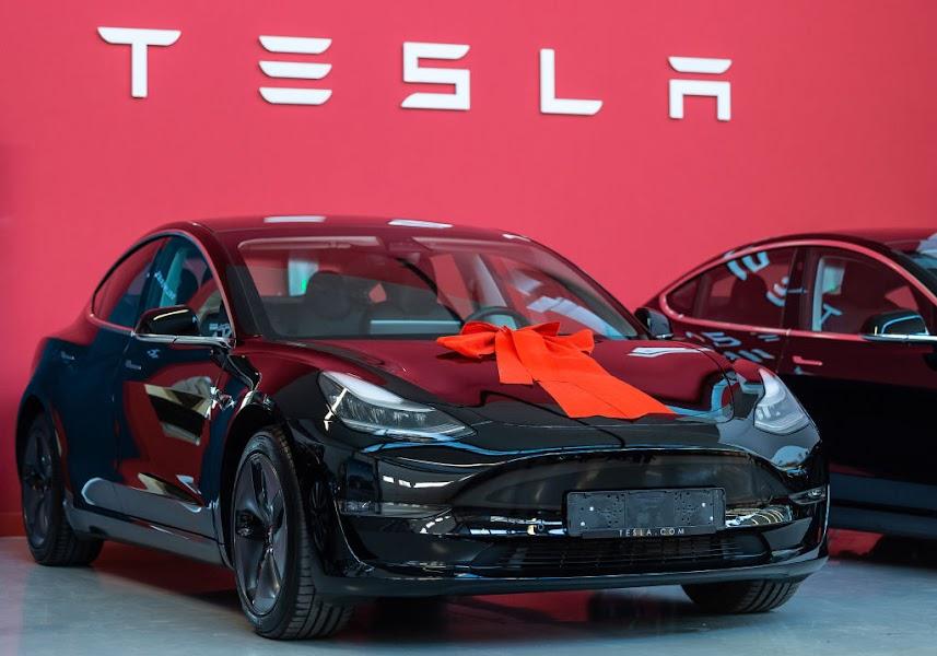 Tesla Model S 2013 mobile de