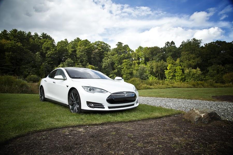 Egyedi Webáruház készítés Gépjármű behozatal  Tesla Model S AWD 60D