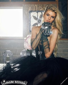 Stella Maxwell 149th Photo