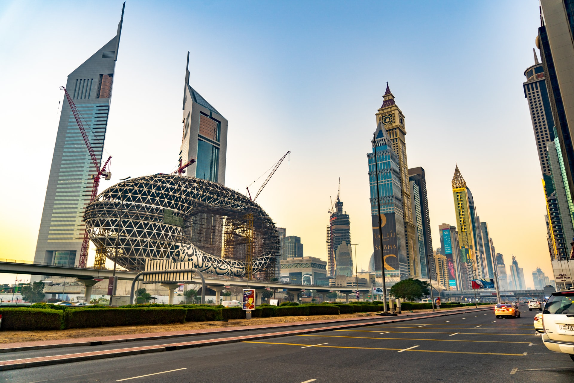 jumeirah-emirates-towers-dubai-green-country-travel