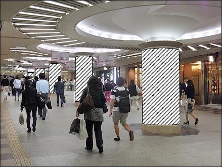 ディアモール大阪柱巻広告