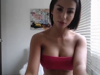 Who is she ¿ sexy fit latina webcam
